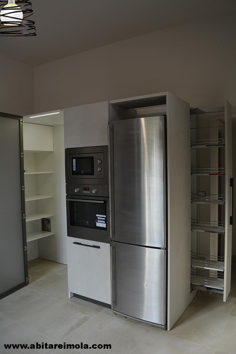 dispensa cabina cucina moderna castel snaidero bolognese illuminazione led estraibile mobilificio bagnara agata sul santerno lugo arredamenti imola