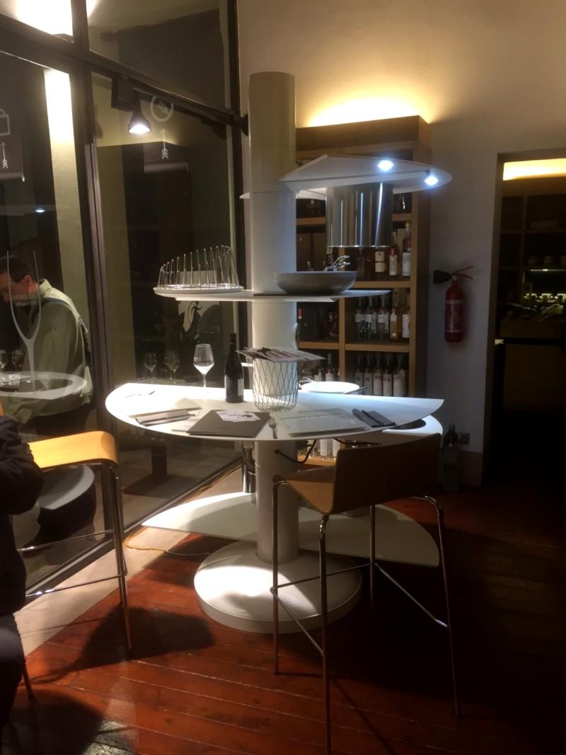 cucina bianca isola arredamento cucine imola abitare arreda forme tonde induzione start-up kitchen italianstyle