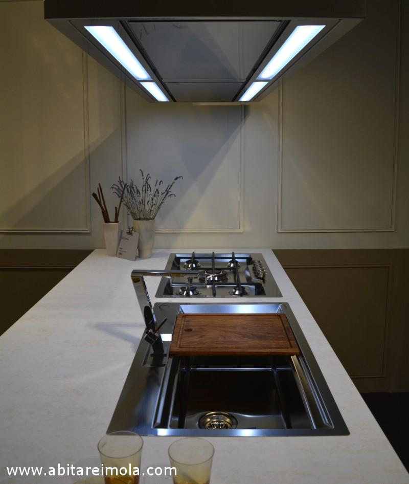 cucina minimale minimal imola bologna piano quarzo filo top cappa isola fontanelice elegance kitchen lifestyle