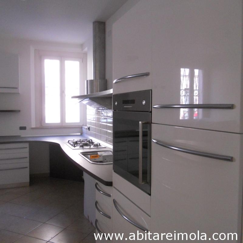 cucina disabile cucine per handicap mobili mobilificio imola bologna isola bianca skyline snaidero