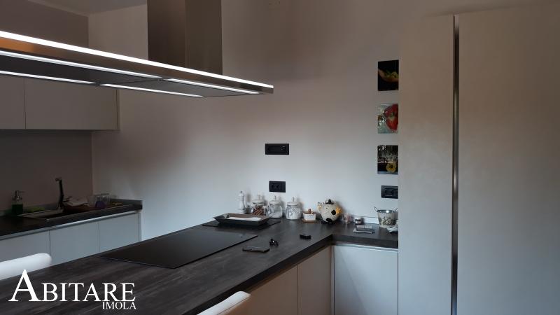 arredare casa cucina angolare dispensa resina cappa lumen falmec piano laminato resistente acciaio induzione electrolux imola bologna farenza reda