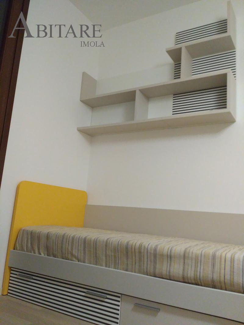 arredare casa letto con cassettoni sotto libreria sospesa a muro cameretta camerette dielle senza formaldeide fontanelice casal fiumanese imola bologna