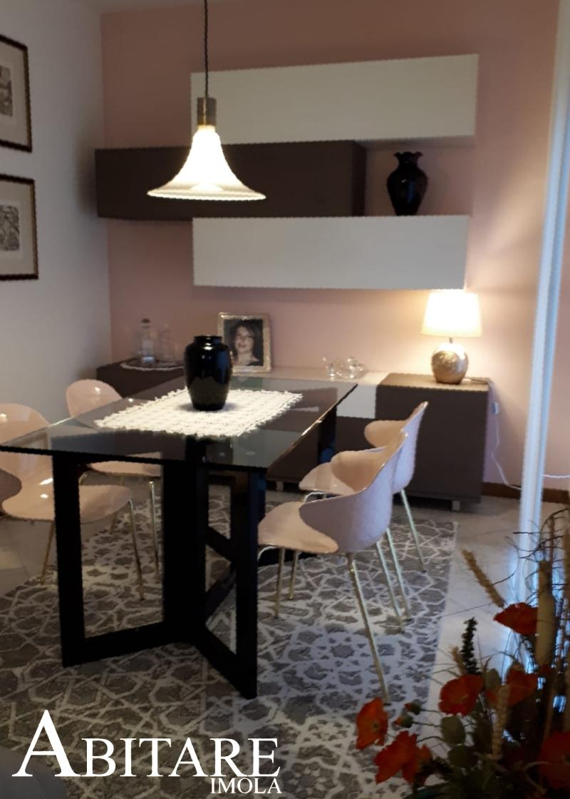 arredare rosa pink tappeto sedia calligaris mobile pensili sospeso arredamento bologna provincia saint tropez muro dipinto casa home decor