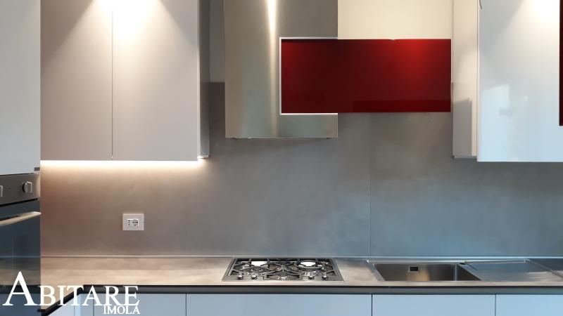 cucina bianca lucida way snaidero forno colonna arredare casa dimensione cappa inox imola bologna ozzano casa idee smeg hpl resistente urti