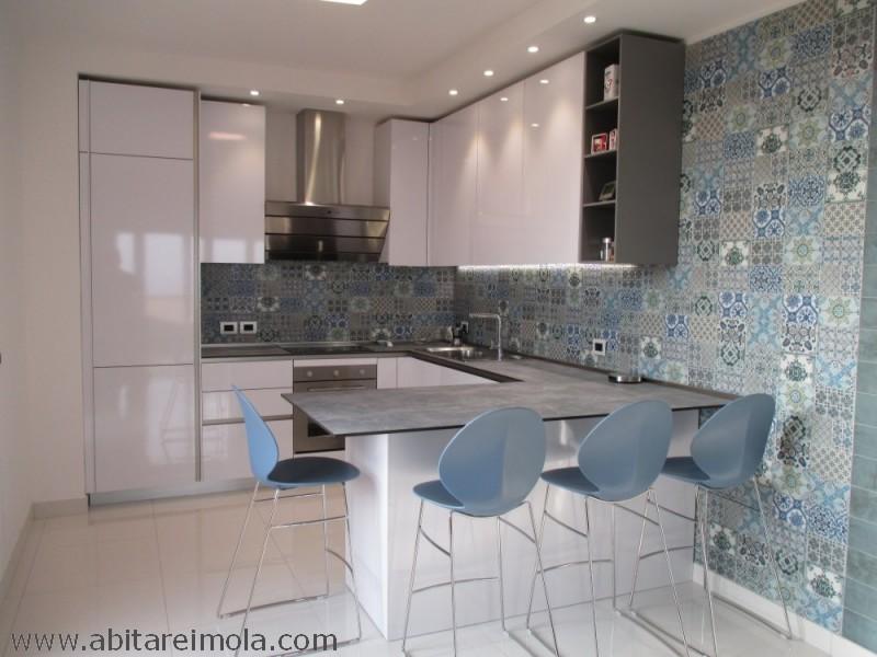 cucina-bianco-lucido-pensili-alti-penisola-snaidero-way-azulejos-kitchen-italianstyle-interior-mobili-imola-fontanelice-casalfiumanese