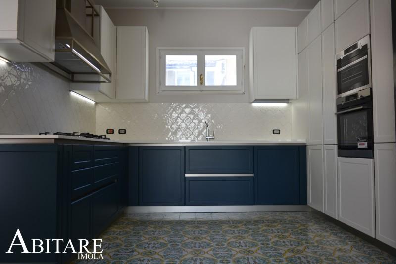 cucina-classica-stile-frame-snaidero-faenza-laccta-bianco-piano-dekton-cappa-arredo-cementine-arredamento-arredare-casa-imola