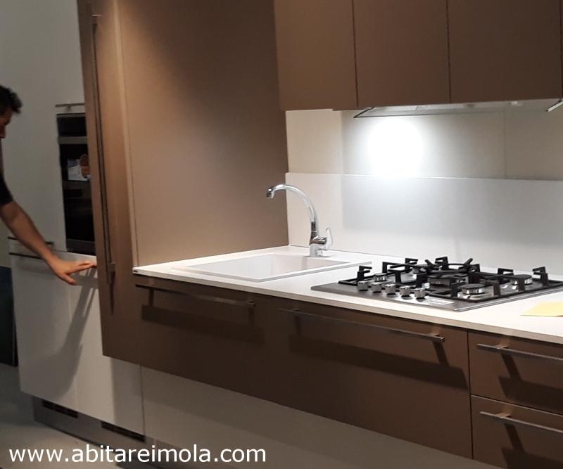 cucina dettaglio piano bianco ceramica corian quarzo cucine arredamento imola bologna lugo faenza castel bolognese