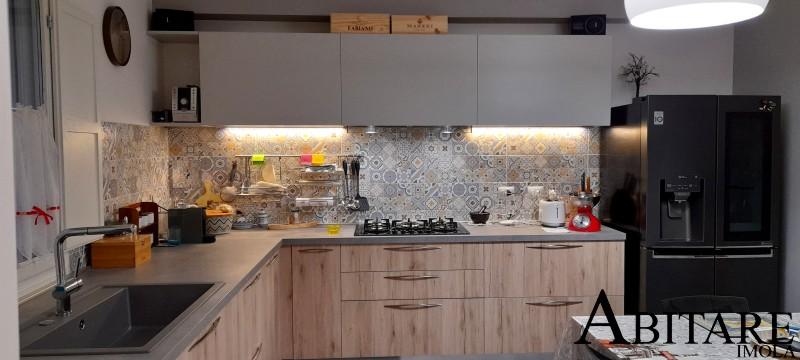 cucina oikos imola cucine moderne arredamento mobilificio interio design imola bologna legno luci led sottopensile lavello sotto finestra