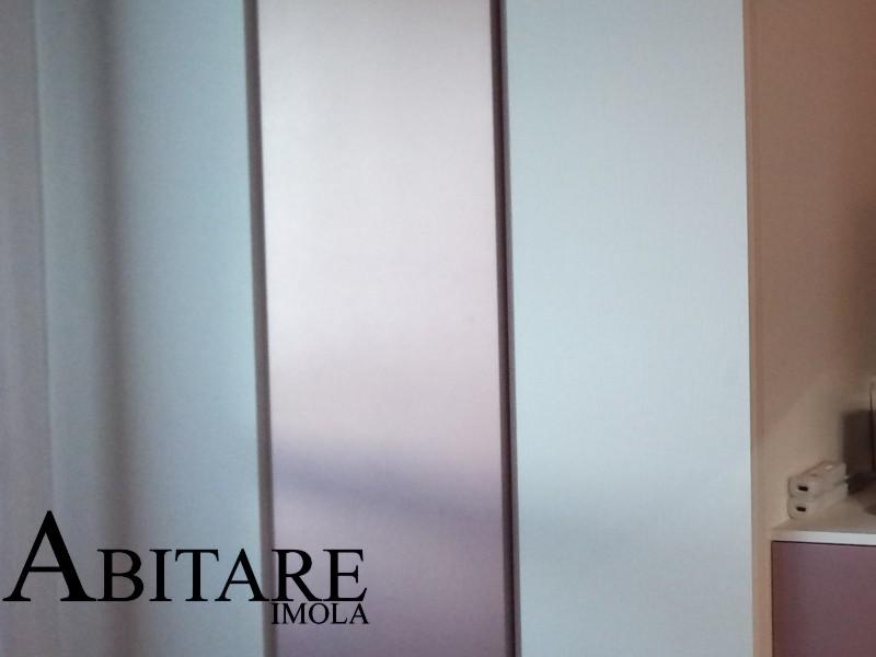 dettaglio cameretta anta metalizzata rosa spazzolato laccato vernice arredare casa imola faenza colori sottotetto cameretta