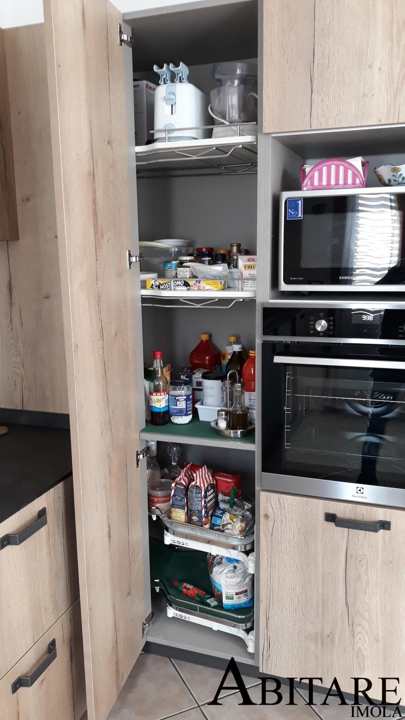 dispensa-angolare-cucina-cestelli-estraibili-loft-snaidero-castel-bolognese-imola-arredare-dimensione-sportello-arreda-moderna-legno-piano-lavoro-stratificato-hpl