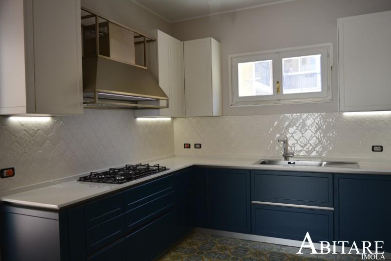 frame snaidero cucina angolo angolare arredamento bologna san lazzaro laccato blu petrolio dekton bianco sotto finestra cucine arredare casa home decor