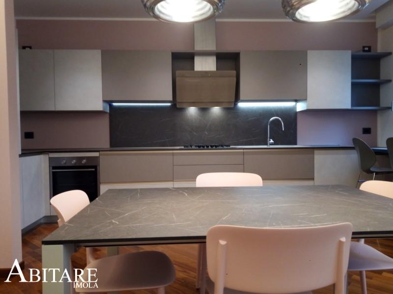 interior design cucina joy snaidero pareti muri rosa cappa faber cocktail vetro champagne arredare casa arredamento imola faenza castel del rio progetto impianti cucine