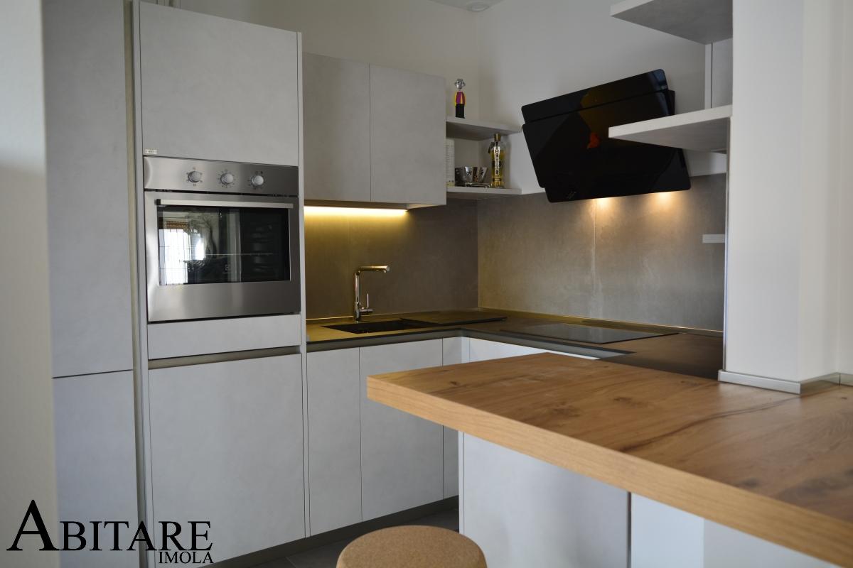 interior design illuminare la cucina led cappa filtrante way snaidero arredamento imola lugo ravenna reda fontanelice casalfiumanese