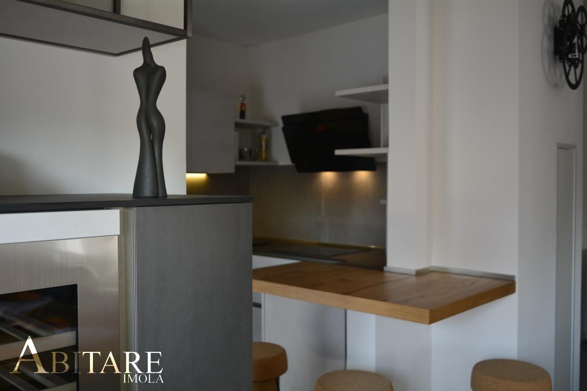 interior design imola arredare casa snaidero cucina cucine penisola legno cappa vetro aspirante piano induzione arredare casa