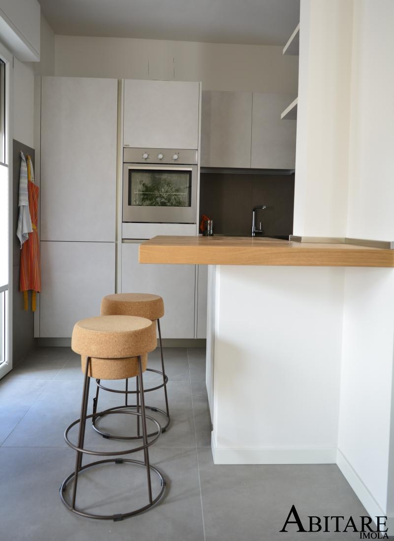 interior design piano snack sgabelli tappo sughero penisola legno snaidero way cucina resina arredare casa arredamento imola bologna provincia faenza ravenna