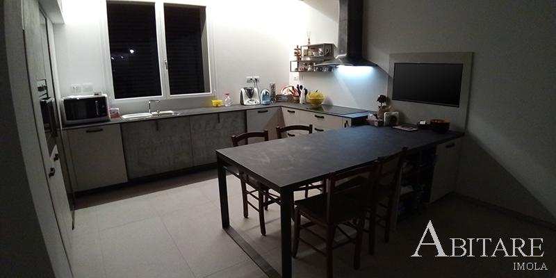 loft cucina cucine snaidero lavello sotto finestra tv induzione hpl sedia rustica arredare casa mobilificio castenaso imola bologna medicina fontanelice