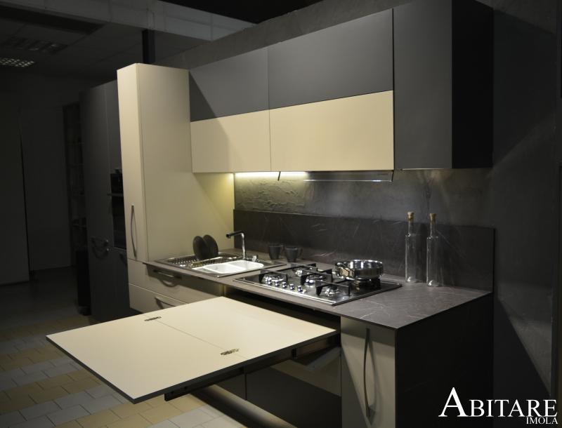 elle75 tavolo in cucina estraibile cucina design moderna antracite top hpl effetto marmo cappa pensile arredamento arredare casa bologna lugo faenza imola